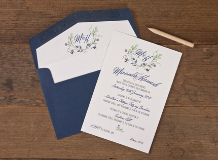 Alice Monogram Wreath Wedding Invitation